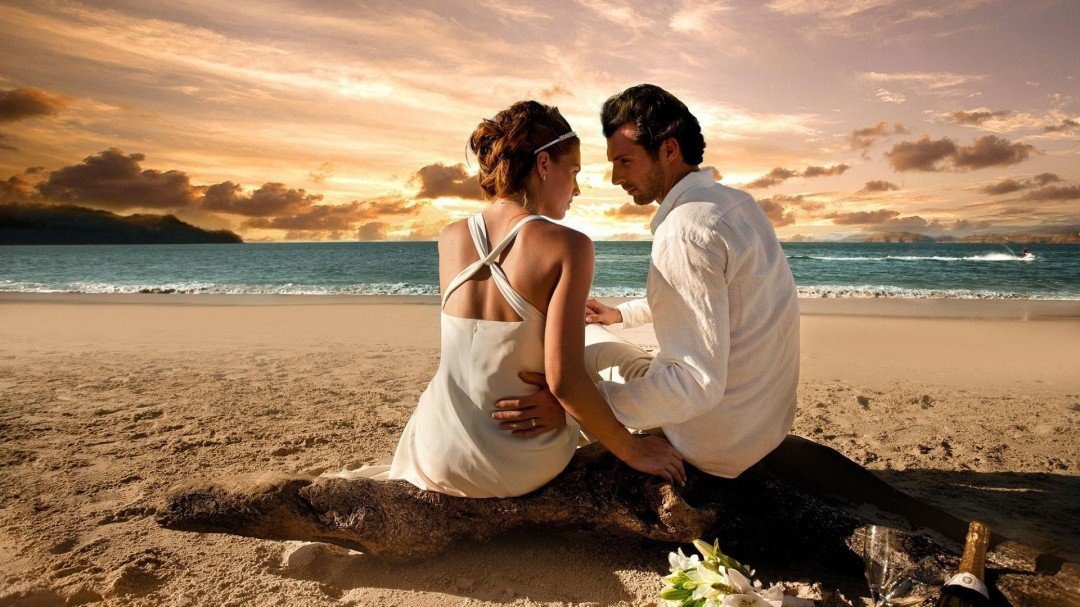 Maui Me helps couples have the romantic Maui Beach wedding of their dreams.